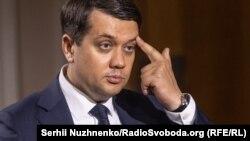 Зеленский опасается, что на следующих президентских выборах Дмитрий Разумков может оказаться его конкурентом, считает эксперт