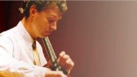 Violoncelistul Robert Nagy