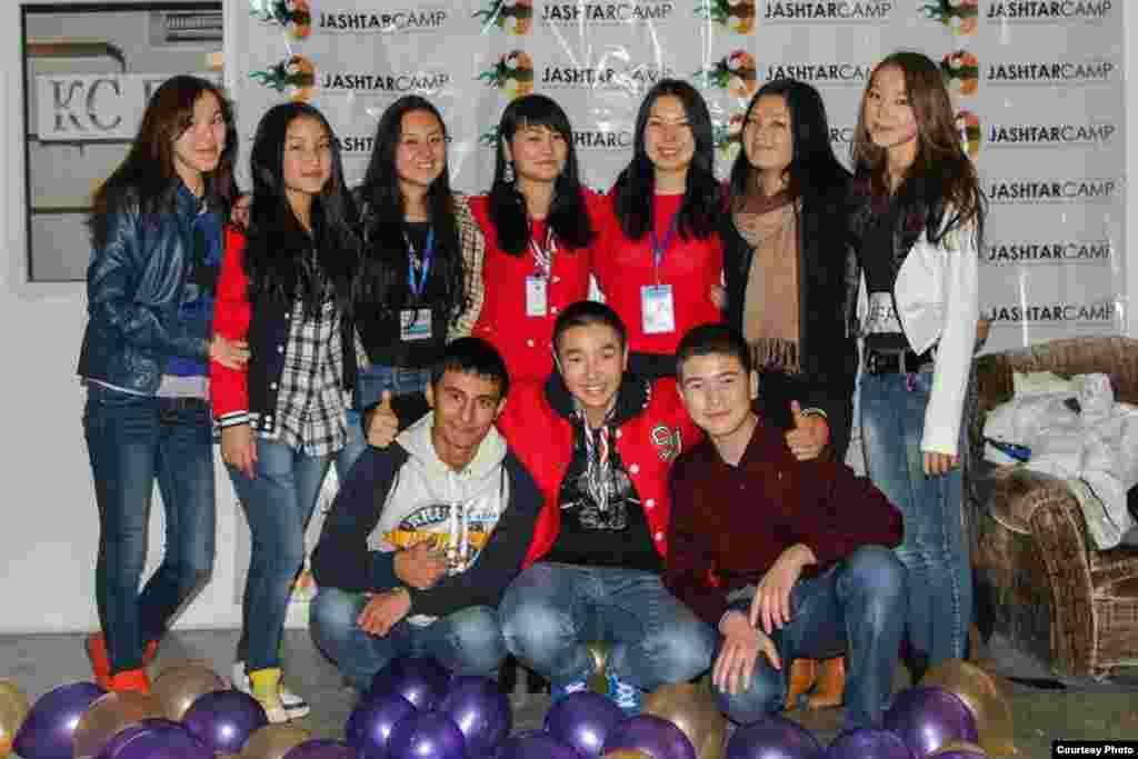 Jashtar camp - это площадка, на которой на протяжении всех выходных общаются представители молодежи со всех регионов Кыргызстана, а также Центральной Азии и Европы, у которых есть проекты и предложения по развитию гражданского общества и своей страны. Такая форма коммуникации позволяет участникам обмениваться успешным опытом, поделиться инновациями, услышать экспертное мнение от своего сверстника, презентовать свой уникальный технический или гуманитарный проект.Я был в числе организаторов этого мероприятия в Канте.