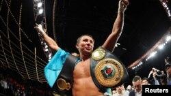Казахстанский боксер Геннадий Головкин одержал победу. Нью-Йорк, 2 ноября 2013 года.