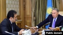 Премьер-министр Казахстана Карим Масимов и президент страны Нурсултан Назарбаев. Астана, 19 октября 2015 года.