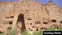 Скала, в которой стояла статуя Будды. Провинция Бамиан, 2005 год.