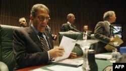 عمرو موسی با اشاره به قیام های فعلی در جهان عرب گفته است که «شهروندان این کشورها خواهان مشارکت در تصمیم گیری ها هستند.»