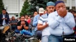 Молитва в первый день Курбан-айта в Алматы. 21 августа 2018 года.