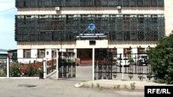 Здание администрации сахарного завода. Карабулак, июнь 2010 года.