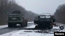 Військова техніка поблизу Дебальцева