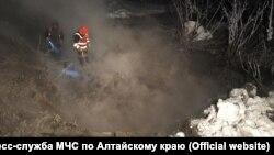 Работы на месте масштабной коммунальной аварии в Барнауле