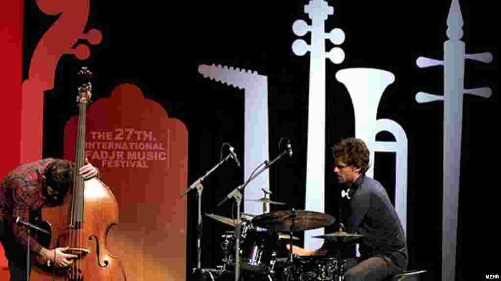 اجرای گروه سوئیسی کالین والون تریو، در دومین شب از جشنواره موسیقی فجر/ ۲۵ بهمن ۹۰