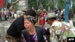 Беженцы на границе Киргизии и Узбекистана, 13 июня 2010 года