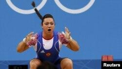 Пекин олимпиадасында допинг қолданды деп айыпталған ресейлік ауыр атлет Надежда Евстюхина.