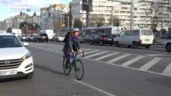 """""""Lipsa de lumini+gropi=om pe jos"""" - Chișinăul și bicicliștii"""