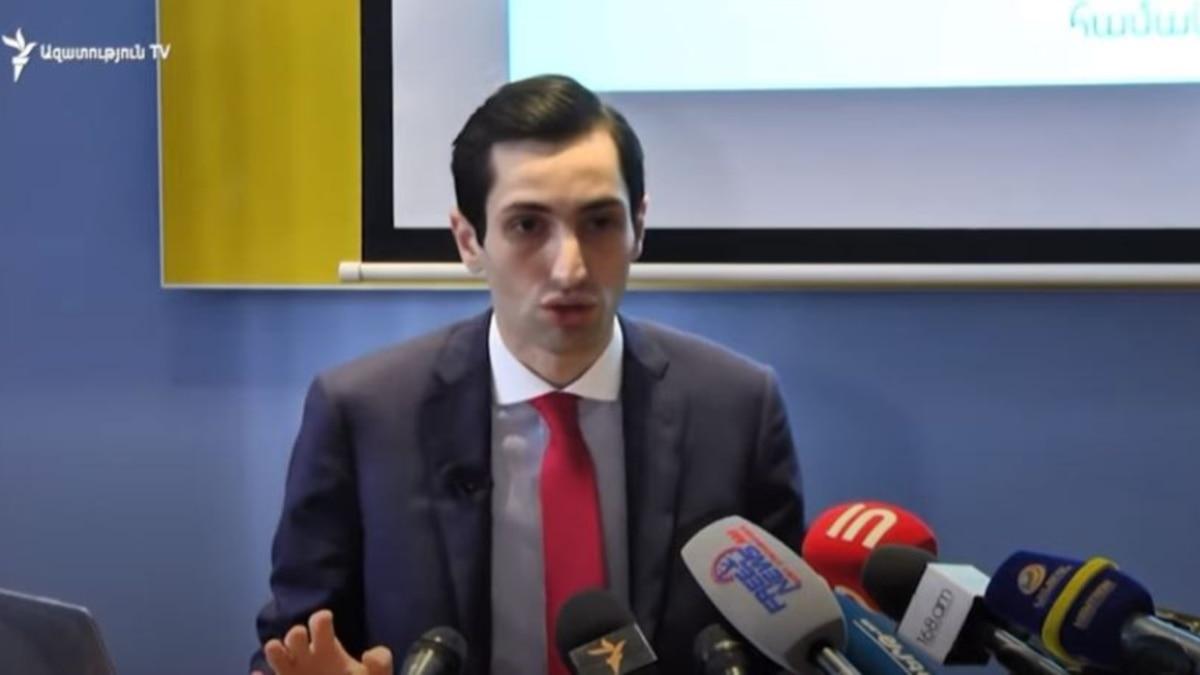 Хажакян обвиняет власть в закупке «Газелей», вице-мэр объясняет причину