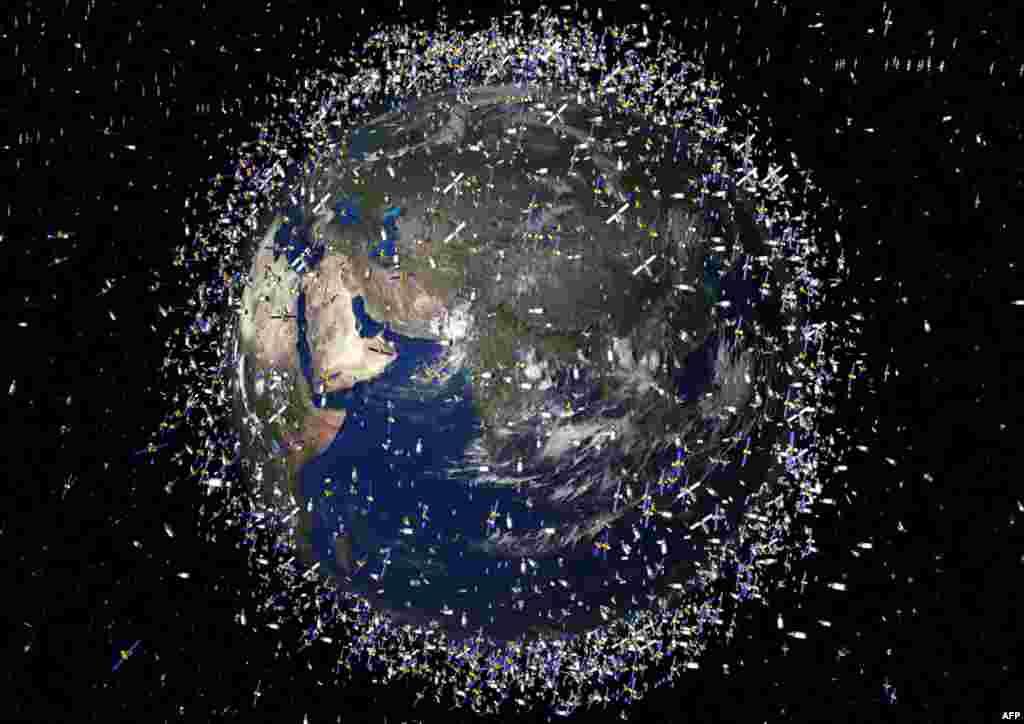 Svemir - Kompjuterska slika zemljine orbite - U Svemiru trenutno se nalazi oko 12.000 objekata u orbiti oko Zemlje. Nakon nedavnog sudara jednog američkog i ruskog satelita taj se broj povećao za nekoliko stotina. Stručnjaci kažu da je prikupljanje otpada u Svemiru još preskupo, ali se približava vrijeme kada će se to morati uraditi.
