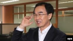Оңтүстік Кореяның ұлттық бірлік министрі Чо Мен Гюн. Сеул, шілде 2017 жыл.