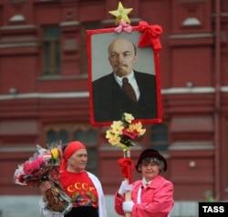 Коммунисты поздравляют своего вождя с днем рождения. 22 апреля