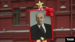 Ленин шу кунларда ҳам дунё коммунистларининг доҳийси ҳисобланади.
