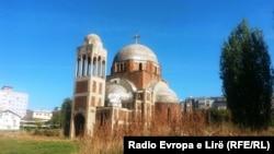 Početkom 1999. crkva je izgrađena do oblika koji ima danas
