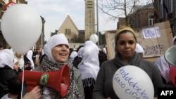 Мұсылман әйелдер хиджаб дауына қарсылық акциясына шықты. Бельгия, 12 наурыз 2011 жыл.