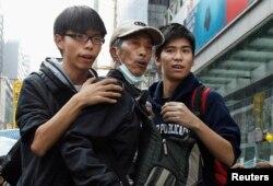جاشوا وُنگ (چپ) و لِستر شام (راست) رهبران جوان جنبش دانشجویی که پنجم آذر ماه بازداشت شدند