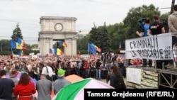 La unul din protestele în masă din vară, organizate de Platforma Civică DA