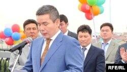 Бергей Рыскалиев (на переднем плане слева) в 2009 году, когда он являлся акимом Атырауской области.