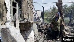 Зруйнований будинок поблизу Донецька