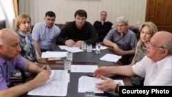 Министр труда и социального развития РД Расул Ибрагимов (в центре) на совещании у Любови Ельцовой