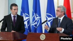Armenia - President Serzh Sarkisian (R) and NATO's Secretary General Anders Fogh Rasmussen at a joint press conference in Yerevan, 6Sept2012.