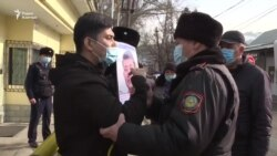 «Геноцид!» Пикетировавшего консульство Китая задержала полиция