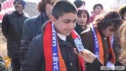 Սերժ Սարգսյանի քարոզարշավին դարձյալ դպրոցականներ են մասնակցել
