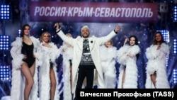 Филип Киркоров выступает на концерте в Лужниках в честь 7-й годовщины присоединения Крыма к России