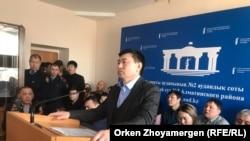 Гражданский активист Сырым Абдрахманов во время оглашения приговора по его делу. Астана, 1 марта 2019 года.