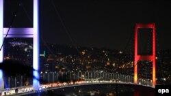 Podul peste Bosfor de la Istanbul