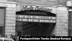 A budapesti Vörös Csillag mozi bejárata 1977-ben. A nyolcvanas évek végén itt működött a Homérosz egyesület filmklubja
