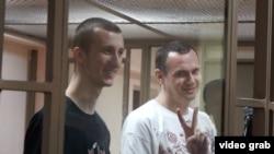 Олександр Кольченко (л) і Олег Сенцов (п) у російському суді, архівне фото