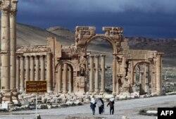 Триумфальная арка в Пальмире. Март 2014 года
