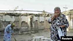 Руинирана куќа по етничките немири во Киргистан