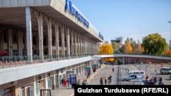 Аэропорт «Манас» близ Бишкека. Архивное фото.