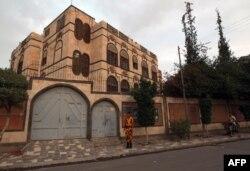 ساختمان سفارت ایران در تصویری که مربوط به سال ۲۰۱۳، پیش از بحران تازه در یمن میشود