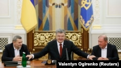 Ахтем Чийгоз, Петр Порошенко и Ильми Умеров во время встречи в Администрации президента, 27 октября 2017 года