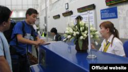 """В зале регистрации аэропорта. Фото с официального сайта ОАО """"Международный аэропорт """"Манас""""."""