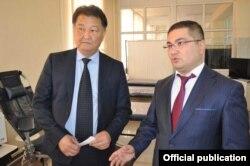 Министр здравоохранения Талантбек Батыралиев (слева) и министр юстиции Уоран Ахметов