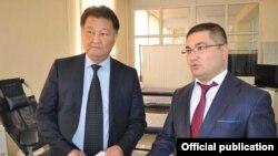 Саламаттык сактоо министри Талантбек Батыралиев жана юстиция министри Уран Ахметов.