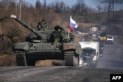 Пророссийские сепаратисты в пригороде Красного Луча, 28 октября 2014 года