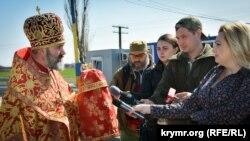 Архієпископ Сімферопольський і Кримський Климент на церемонії передачі Благодатного вогню, 8 квітня 2018 року
