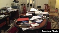 """Ошский офис """"Бир дуйно - Кыргызстан"""" после обыска. 27 марта 2015 года."""