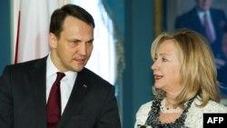 Министр иностранных дел Польши Радослав Сикорски и госсекретарь США Хиллари Клинтон