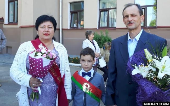 Настаўніца Дар'і Натальля Аржанава і аднаклясьнік Валянцін Асіпчык