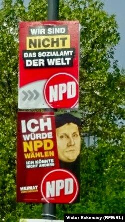 Afiș electoral al Partidului extremist NPD, folosind celebrul portret al lui Luther pictat de Holbein, Frankfurt