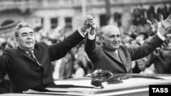 Генеральный секретарь КПСС Леонид Брежнев и болгарский коммунистический лидер Тодор Живков в Софии, 27 сентября 1971 г.